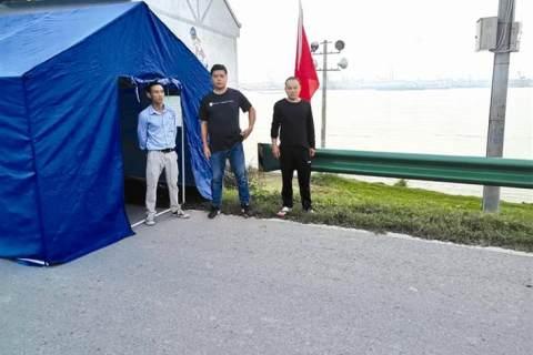 五百八十人堅守長江大堤 枝江百里洲鎮干群嚴密關注長江汛情