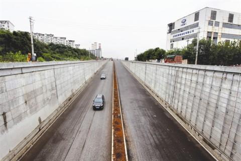 沿江大道延伸段下穿通道建成通车