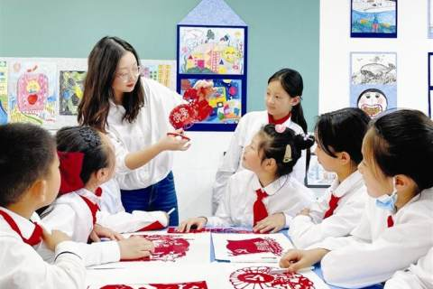 汕頭路小學師生創作紅色主題剪紙