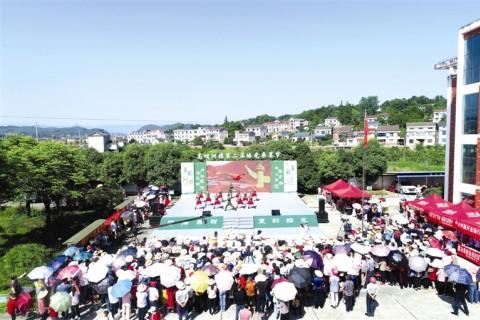 高坝洲镇第二届皓光桑葚节暨第五届广场舞大赛举行